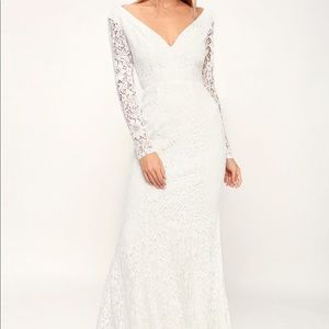 Beautiful Lace Green Maxi Dress with back cut out